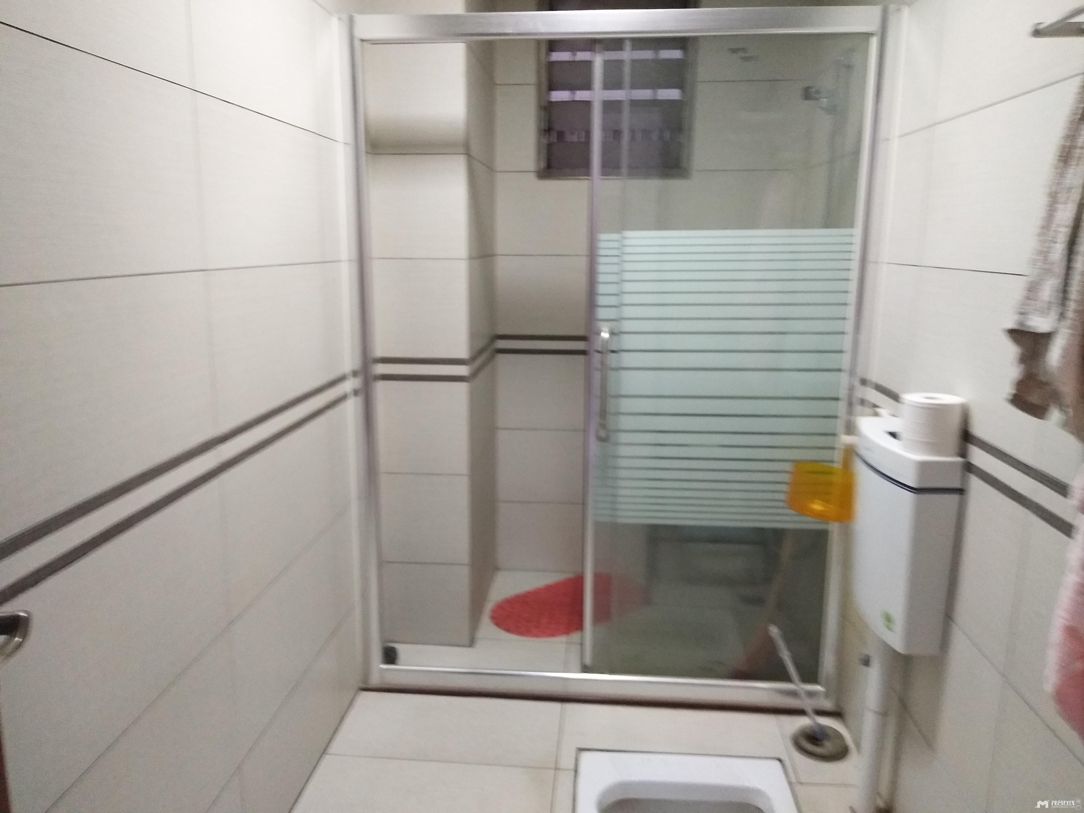 南香公园附近电梯房,125平方,东南向,精装,115万