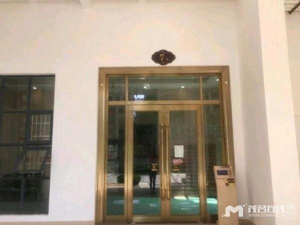 金源盛世 电梯高层非顶层 三房两厅 精装修 仅售108万