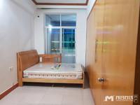 官山二路单位房,低层,建115平方米,3房二厅,装修新净,南北通透,采光充足