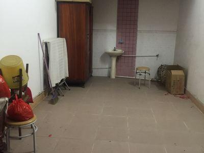 迎宾四路单位电梯房 8 9 147平方 4房2厅 开价160万