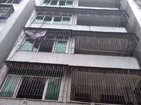 新坡商业街 整栋楼 6层半 证620平方 仅售155万