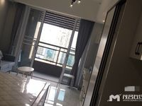 东汇城公寓楼下大商场中层精装,家私电齐全租2400元