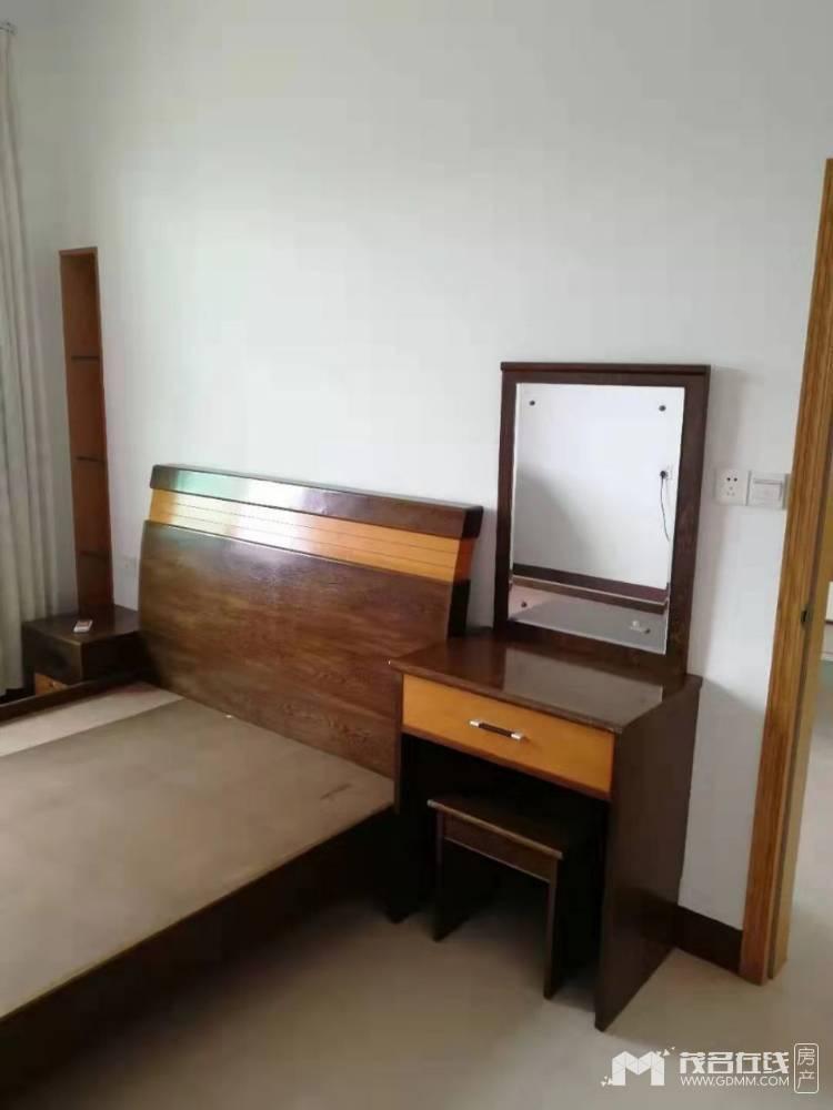 油城七路电梯房2室1厅1卫56平米2200元/月住宅