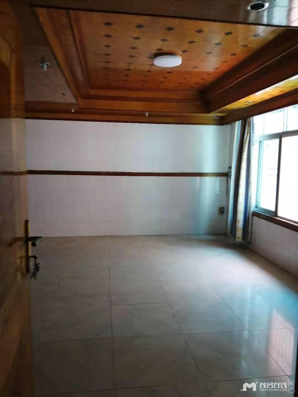 福华小学附近,黄金楼层,精装102平方2房1厅,可改3房1厅,1600元/月
