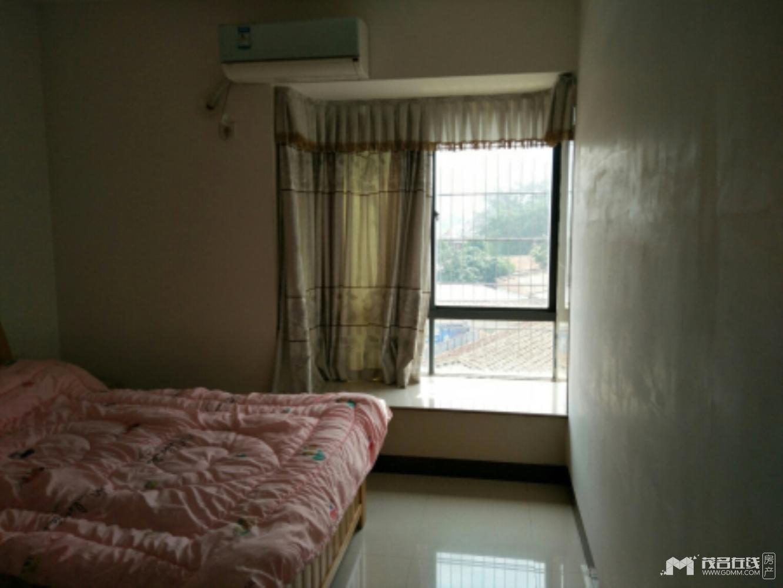 城市绿洲,85平方,3室1厅1卫,光线好,通风。有床电视冰箱洗衣机空调热水器等