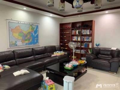 出售财富名门4室2厅2卫209平米165万住宅