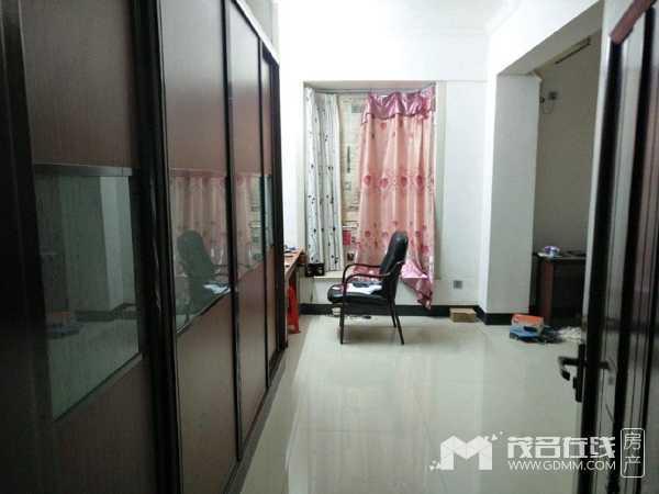 开发区一方丽苑送车位、家私家电4房2厅188平方129.6万