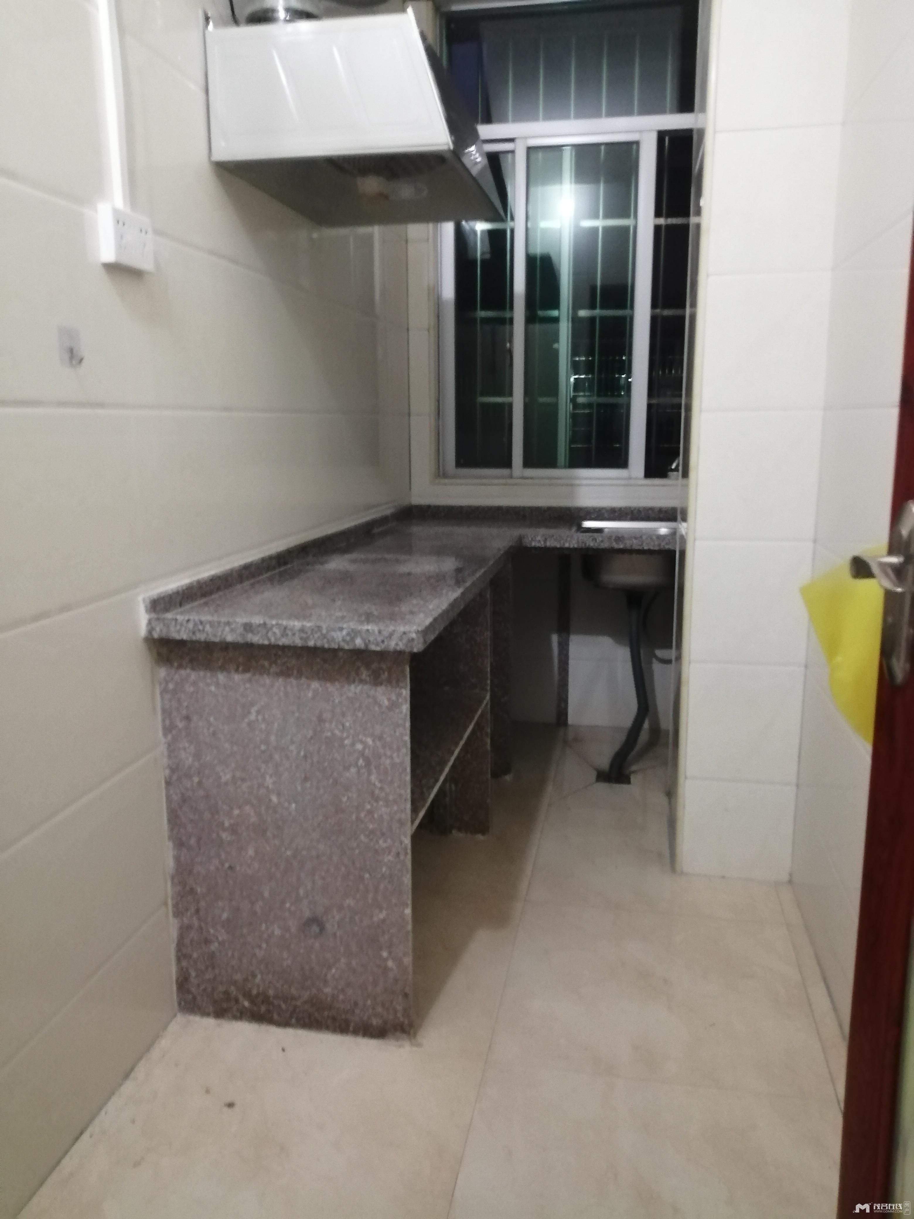 财富世家回迁房,2房1厅1卫,精装,有一张床,空调,油烟机,热水器,800元/月