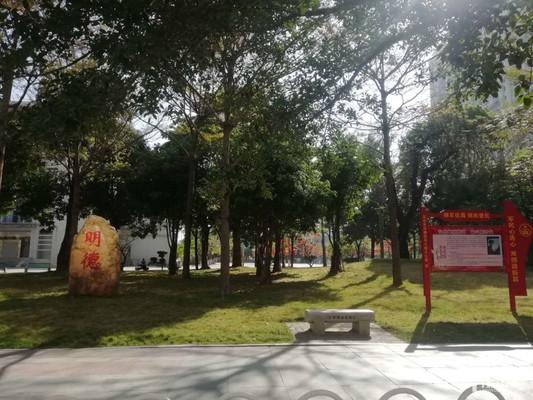 市中心地段油城七路写字楼,黄金楼层,大路边,出入方便。附近市图书馆、文化广场