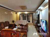 抵手靓房:财富新城一字楼豪华装修,超低价175万送家私