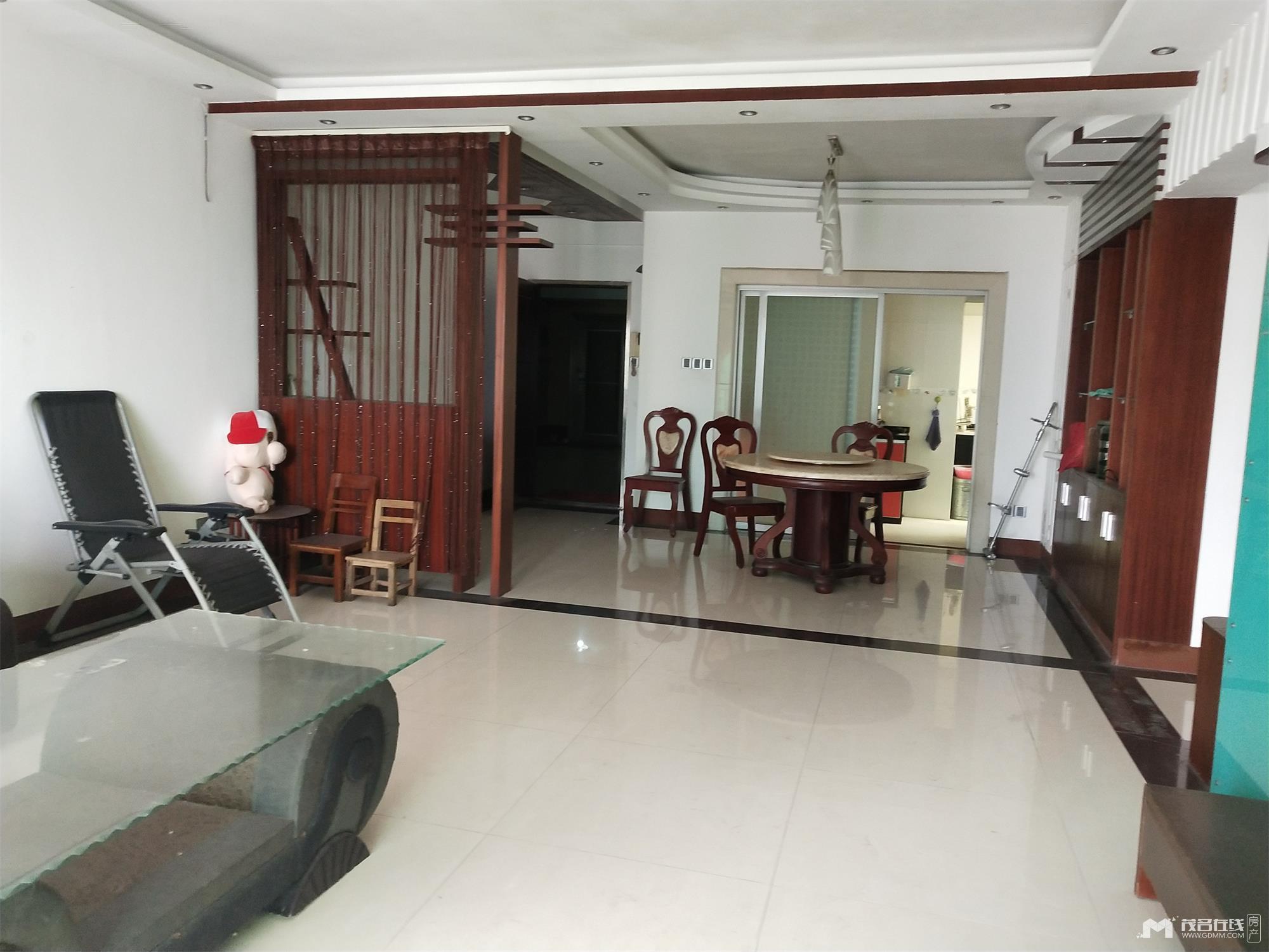 迎宾四路大荣花园,12楼,3房2厅,家私电基本齐,除电视,租2500元