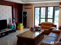 出售名翠苑5室2厅2卫200.9平米188万三阳台